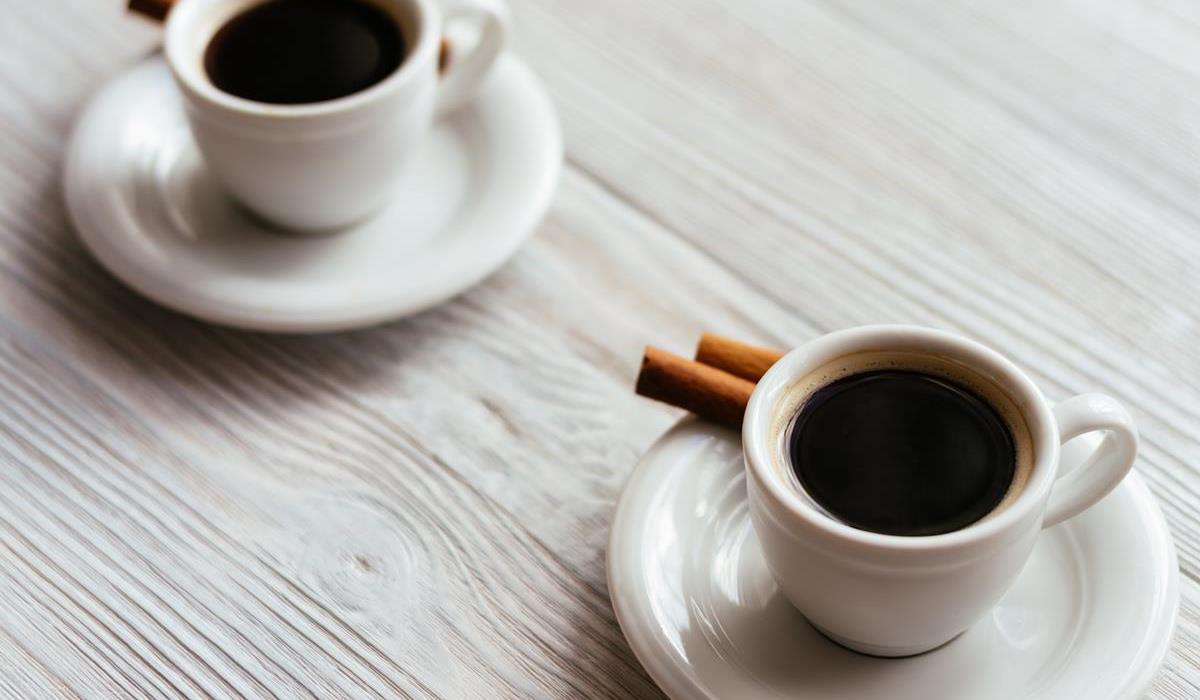 kto powinien pić kawę z cynamonem