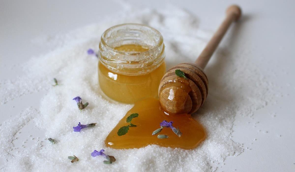 miód - naturalny kosmetyk