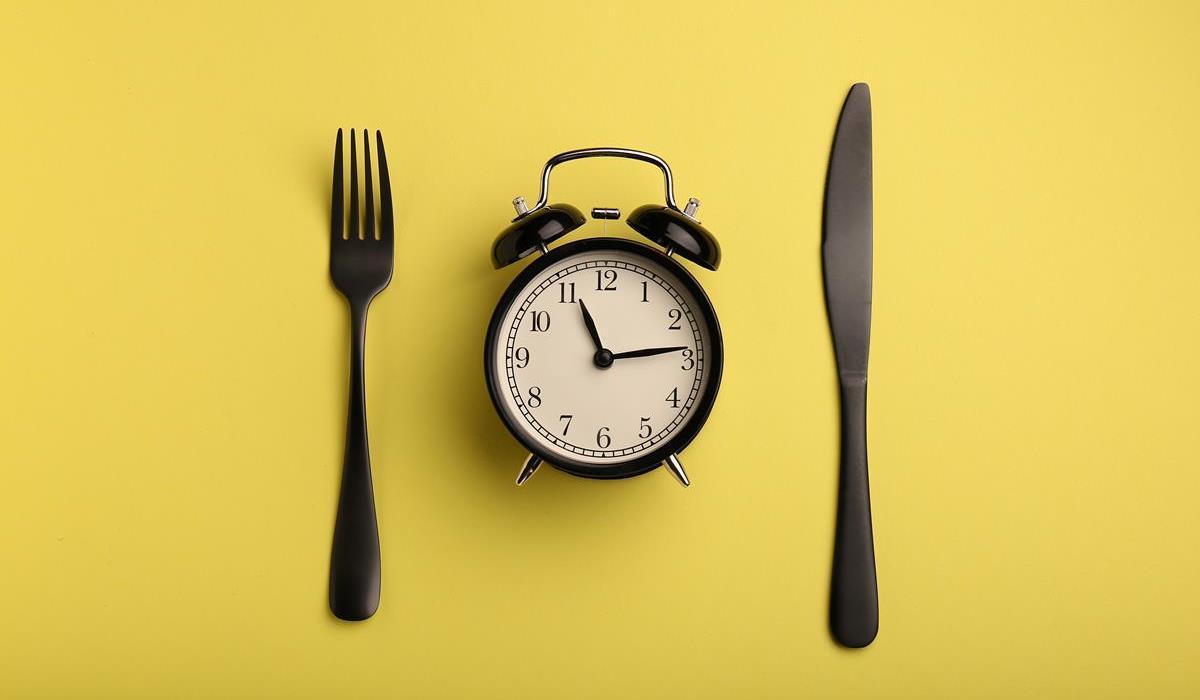 regularne spożywanie posiłków